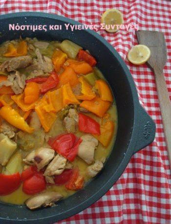 κοτόπουλο λεμονάτο με πράσο και πιπεριές