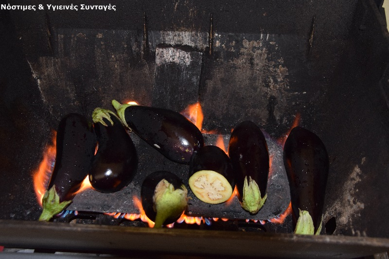 μπαμπαγκανούς ψητες-μελιτζάνες-πάνω-στη-φωτιά-για-να-είναι-καπνιστές