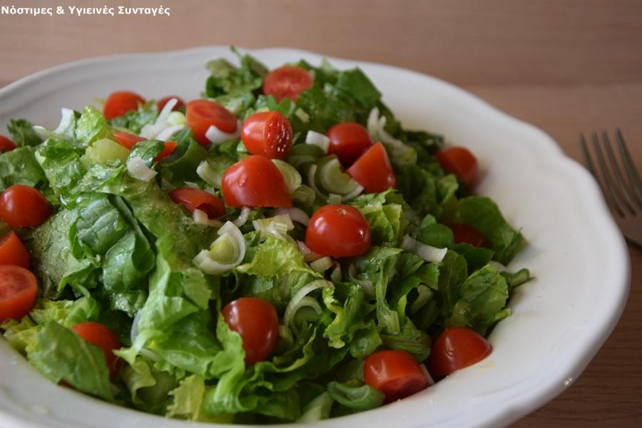 σαλάτα μαρούλι με τοματίνια