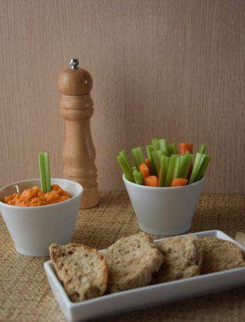 χούμους - vegan τυροκαυτερή,με πιπεριές φλωρίνης