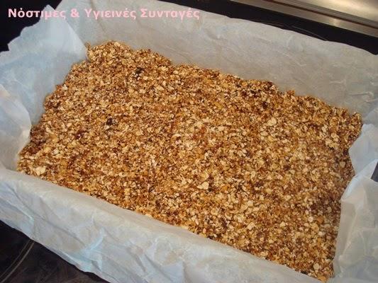 πανεύκολες μπάρες δημητριακών χωρίς ζάχαρη με 3 υλικά
