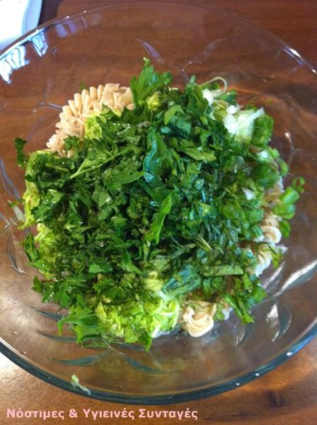 σαλάτα με βίδες και κολοκυθάκια