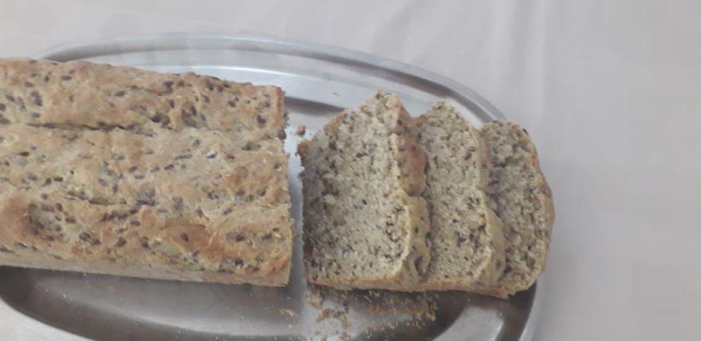 ψωμί με λιναρόσπορο και αλεύρι Ζέας