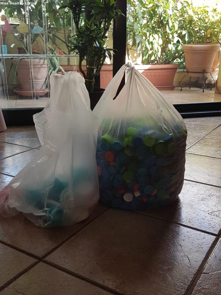 πλαστικά-καπάκια-νερού