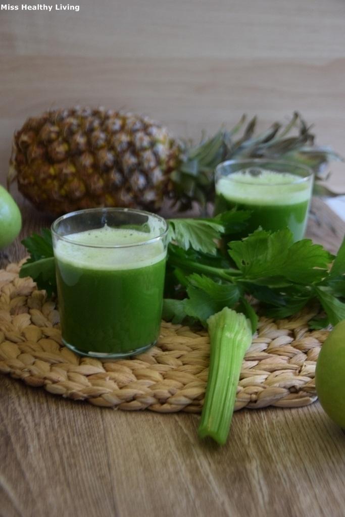 πράσινος-χυμός-με-αγγούρι-σέλερι-ανανά