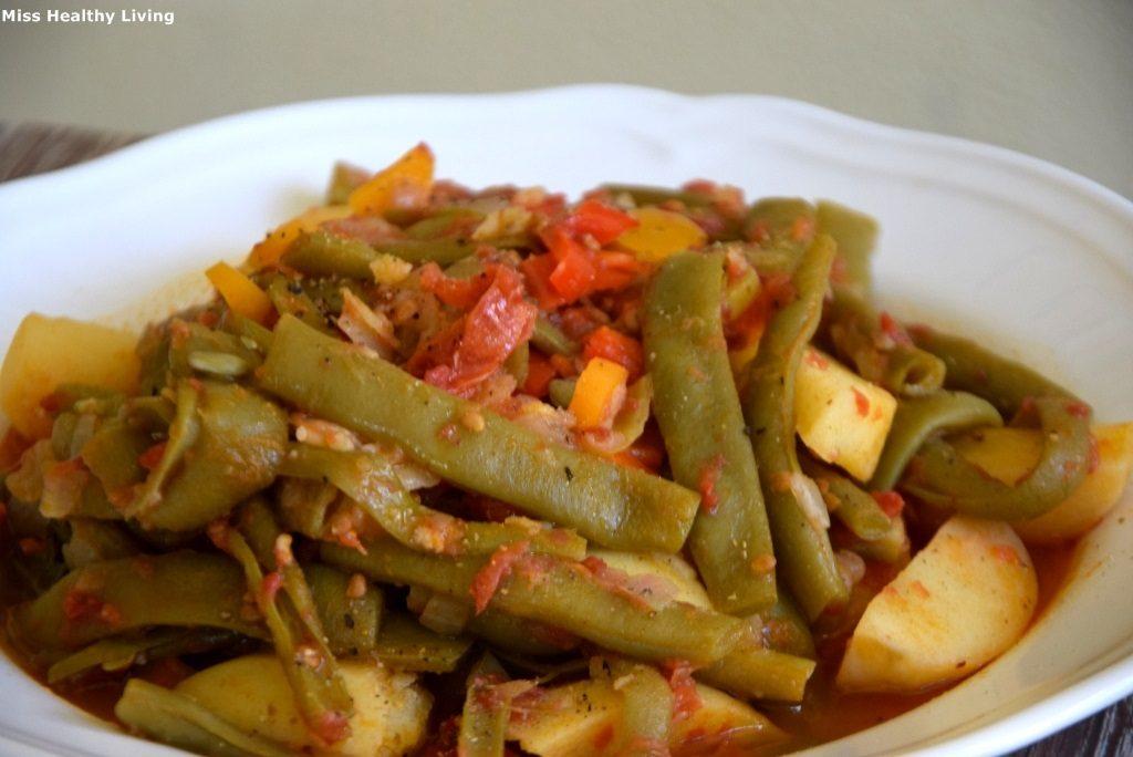 φασολάκια γιαχνί κοκκινιστά με πατάτες και λαχανικά