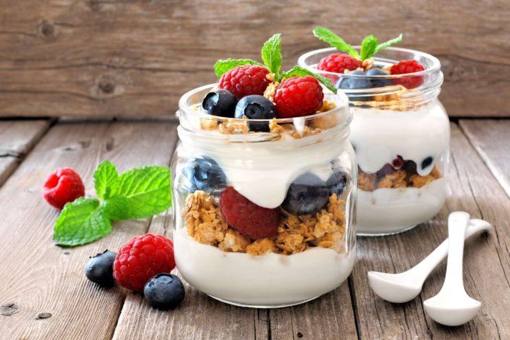 γκρανόλα με γιαούρτι και φρούτα