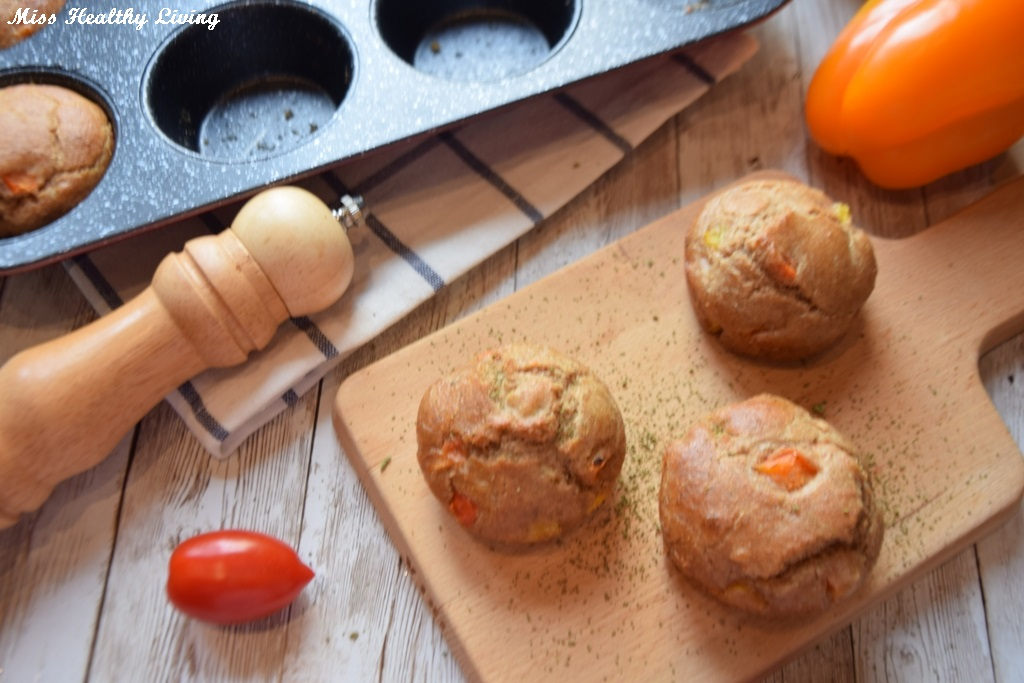 ατομικά ψωμάκια με λαχανικά και μυρωδικά