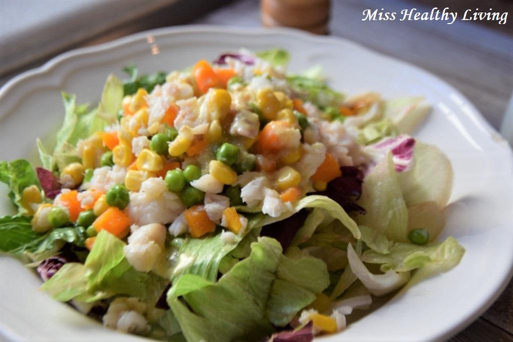 φιλέτο ψαριού με λαχανικά αρακά και καλαμπόκι